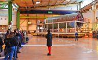 Visite-Airbus-manoeuvre-troncon-devant-visiteurs-1960x1200